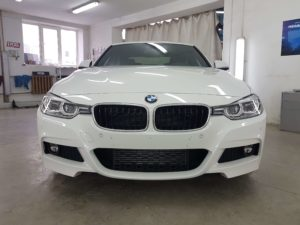 Фото BMW после бронирования переднего бампера и капота